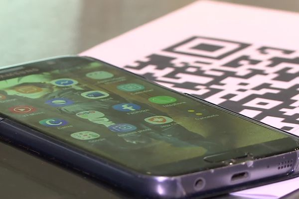 Un smartphone et un QR code : deux outils qui vous permettront bientôt de visualiser les cartes des restaurants.