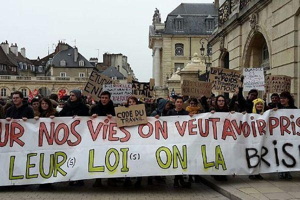 A Dijon, plus de 2 000 personnes ont demandé le retrait du projet de loi Travail mercredi 9 mars 2016.