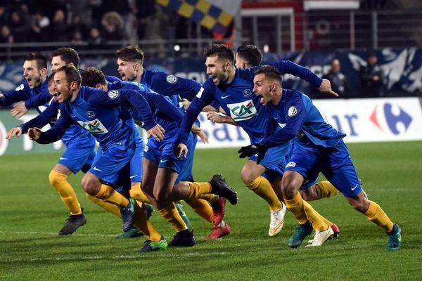 La joie des joueurs de St Brieuc suite à leur victoire en 32e de finale de la Coupe de France face à Vannes aux tirs au but - 07/01/2018