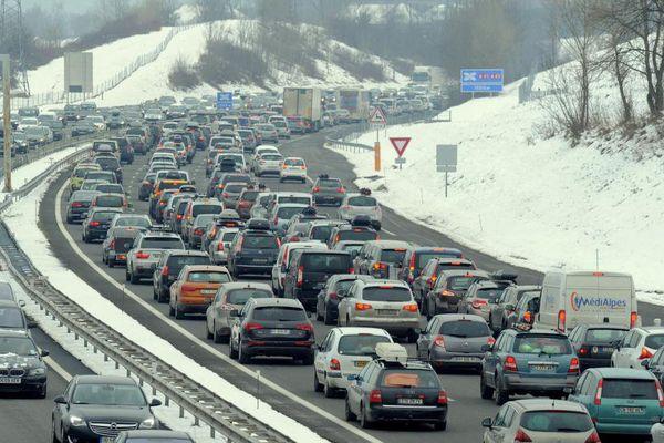 Des embouteillages entre Chambéry et Albertville (Savoie), le 7 février 2015.