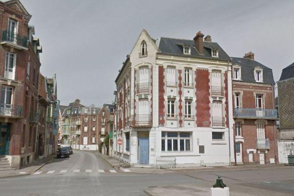 Les adultes seront logés dans le bâtiment de l'ancienne poste de Mers-les-Bains (Somme), qui donne sur la grande place du Marché.