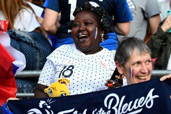 Sidonie Asseyi, la mère de la Girondine Viviane Asseyi, suit chaque match de sa fille lors de ce Mondial.