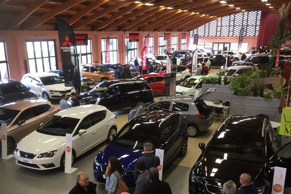 Le 45ème salon de l'automobile se tient à Vichy, dans l'Allier.