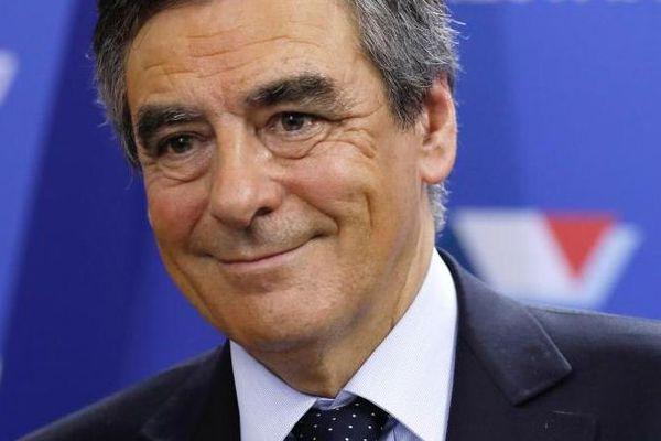 François Fillon réagit après son arrivée en tête au premier tour de la primaire à droite, le 20 novembre 2016 à Paris.