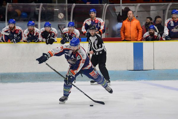 Sous la menace d'un relégation, les Sangliers arvernes, les hockeyeurs de Clermont-Ferrand, restent finalement en Division 1.