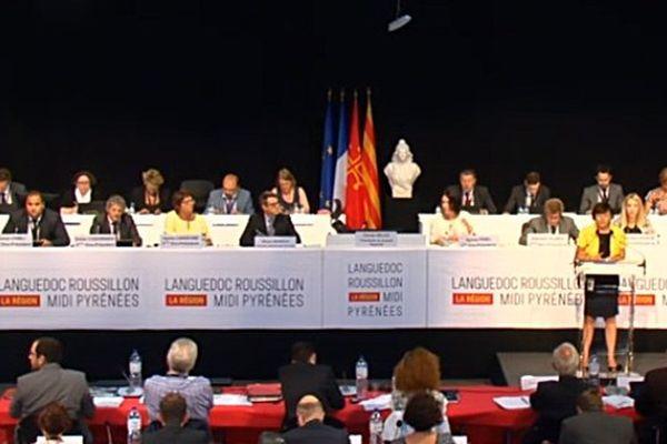Les élus régionaux lors du vote du nom de la région LRMP à Montpellier le 24 juin 2016.