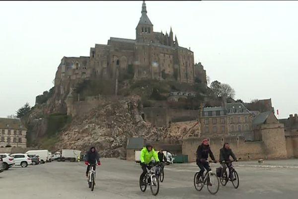 Les vélos ne peuvent pas stationner au pied du Mont St Michel et leur accès à la Merveille est strictement réglementée