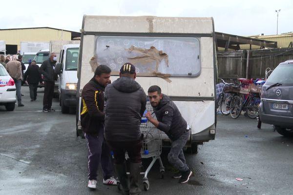 Les occupants de cette friche située sur la rive droite de Bordeaux ont été expulsés ce vendredi 2 octobre. La plupart ont préféré partir avec leurs véhicules plutôt que de bénéficier d'une place d'hébergement temporaire.