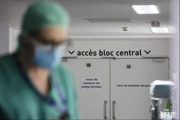 Paradoxalement, certaines infirmiers voient leur activité diminuée du fait qu'elle soit liée aux opérations chirurgicales pour bon nombre différées.