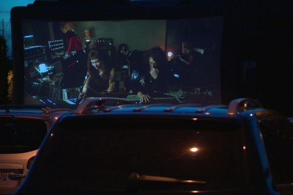 A Abbeville dans la Somme, la séance de cinéma en drive-in organisée par la mairie et le cinéma de la ville était complète.