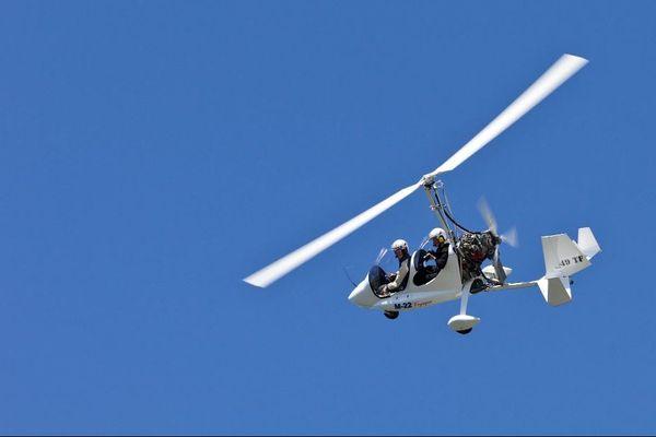 L'autogire (parfois écrit autogyre) est un aéronef dont une voilure tournante libre assure la sustentation, mais dont la propulsion est assurée par une hélice entraînée par un moteur. Image d'illustration.