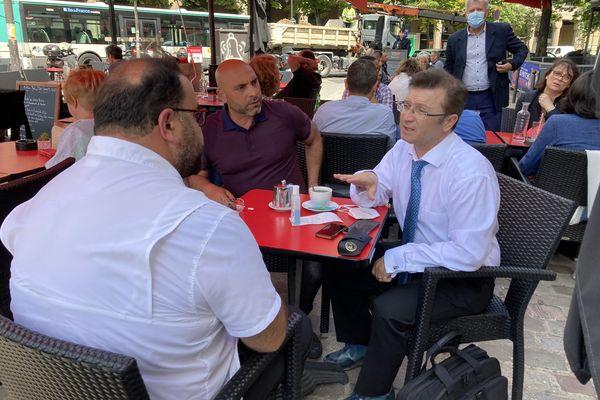 Mickaël Azoulay et les représentants syndicaux de MBF avant l'entretien au ministère