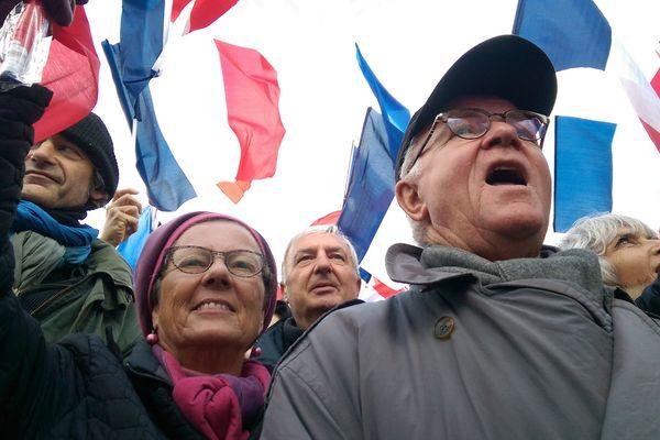 Martine et Gérard sont venus en car de Sarthe pour venir soutenir leur candidat.
