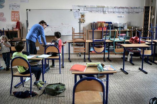 Une classe qui accueille des enfants de personnels soignants à Paris.
