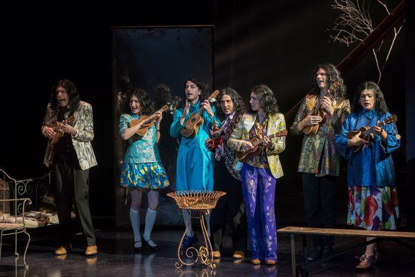 Lewis Versus Alice est un spectacle de Macha Makeïeff inspiré de l'oeuvre de Lewis Carroll et interprété par 7 comédiens talentueux.