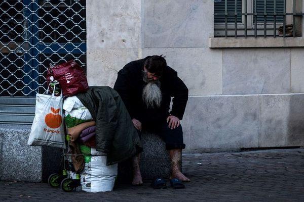Sans-abri sur un banc, le 17 mars 2020
