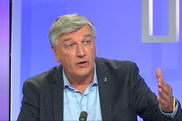 Jean-Karl Deschamps, tête de liste de la gauche à Saint-Lô.