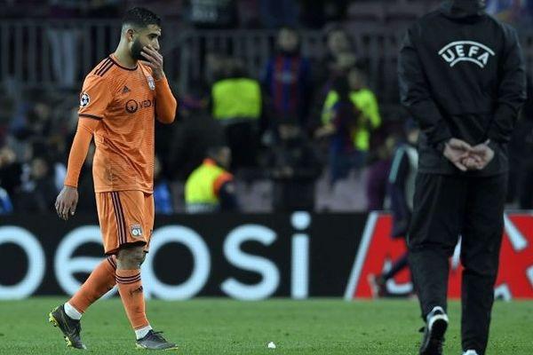 Nabil Fekir sur la pelouse du Camp Nou (Espagne) pour les 8e de la Ligue des Champions.