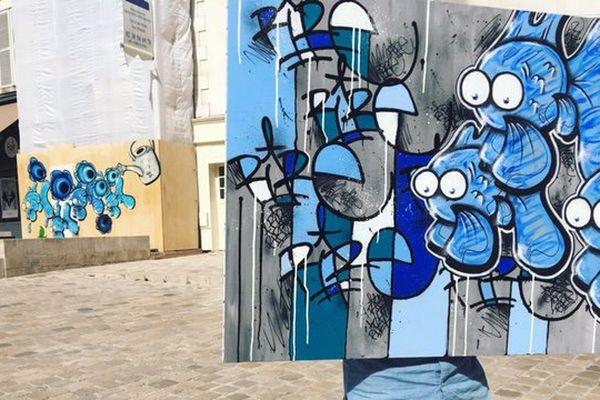 Rire, street-artiste orléanais, souhaite rester anonyme. Il se cache derrière entre l'un de ses tableaux et l'une de ses fresques.