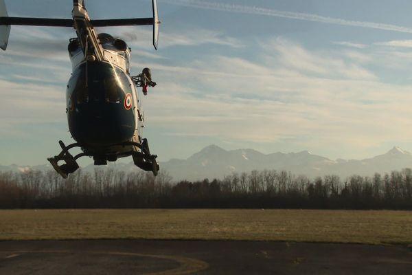 L' hélicoptère du PGHM des Hautes-Pyrénées, décolle vers Payolle pour porter secours à un randonneur blessé.