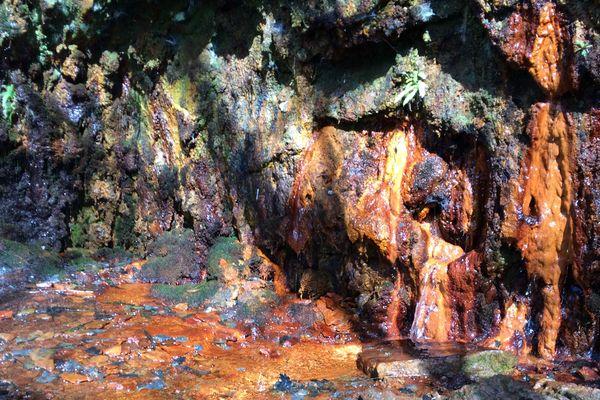 La source de Laifour est connue pour ses couleurs rouge-orangées incomparables