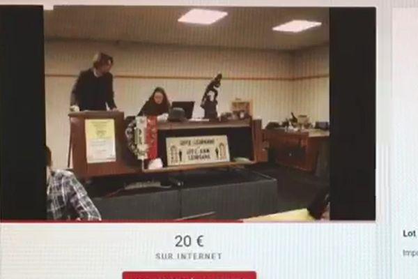 Les objets incriminés faisaient partie des lots proposés lors de cette vente qui a eu lieu au Mans ce samedi.