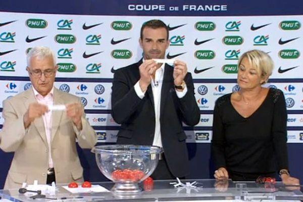 Amador Carreras, le président de la Ligue de football d'Aquitaine, Ulrich Ramé, le gardien des Girondins de Bordeaux et la journaliste sportive Laurence Pourtau