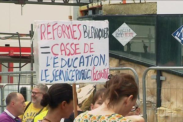 La manifestation des enseignants devant le rectorat à Dijon le 1er juillet 2019