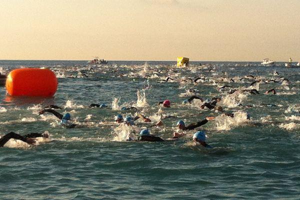Les nageurs de l'Ironman France Nice 2015 dans la Baie des Anges