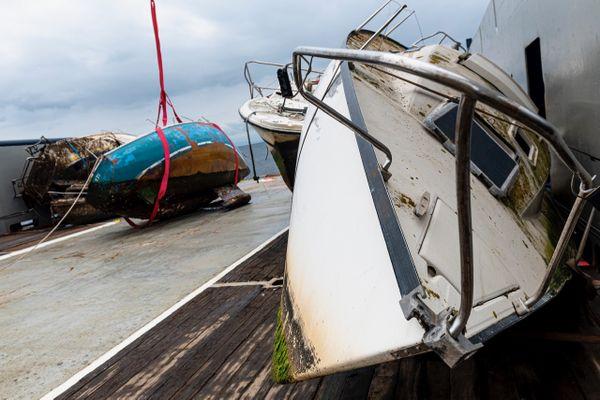 En mars 2021, cinq épaves avaient été relevées dans la baie de Figari