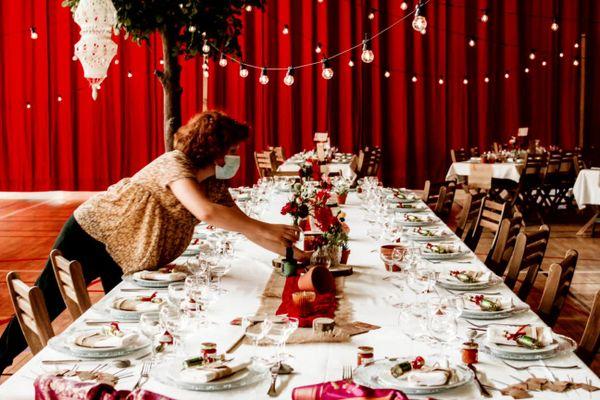 """Amélie dresse une table de mariage  """"à l'ancienne """""""