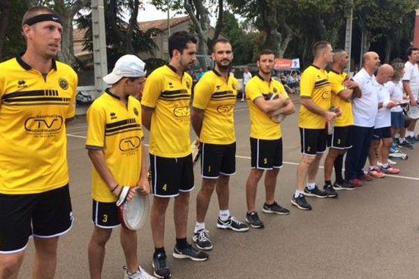 La finale du championnat de France de tambourin oppose Vendémian, en jaune, à Cazouls-d'Hérault, en blanc - 1er octobre 2016