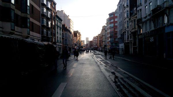 La rue du Molinel au petit jour.