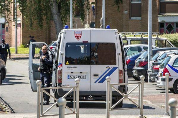 De nombreux CRS ont été déployés dans le quartier de la Bourgogne à Tourcoing
