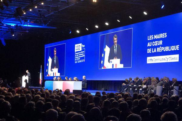 Lors de la séance d'ouverture, le maire d'Issoudun et le président de l'AMF ont rappelé leurs divergences avec Emmanuel Macron.
