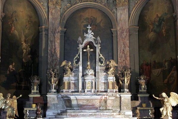 La restauration des peintures du chœur de la basilique a débuté en 2017.