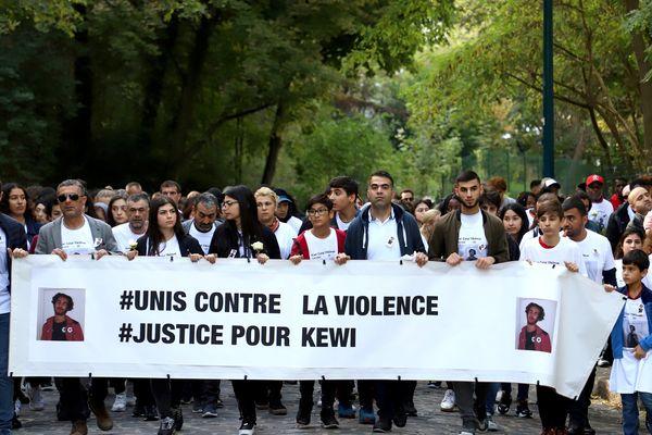 Dimanche, une marche blanche était organisée entre le Pré-Saint-Gervais et les Lilas, sur le lieu du drame.