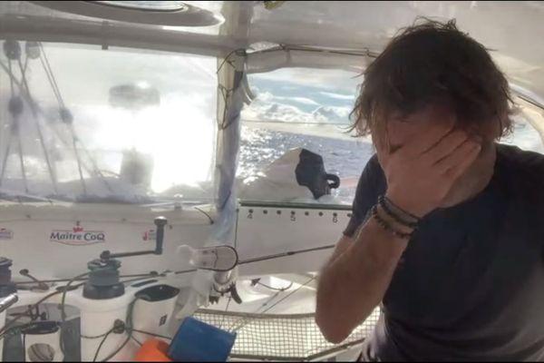 Le skipper Yannick Bestaven perd sa première place au classement.