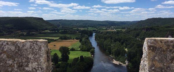 Voici le paysage où les opposants à la déviation ne voulaient pas d'une voie de 3,2 km et de deux ponts destinés à désengorger le village de Beynac