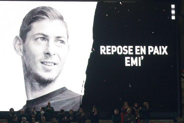 Un hommage à Emiliano Sala, à Rennes, le 14 février 2019.