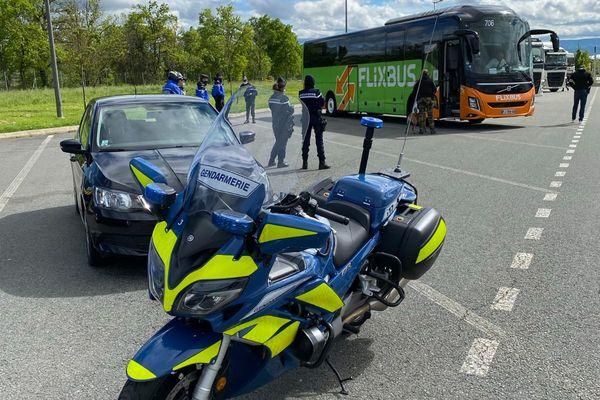 Les gendarmes ont contrôlé des bus lors d'une opération coup de point pour la lutte contre les stupéfiants