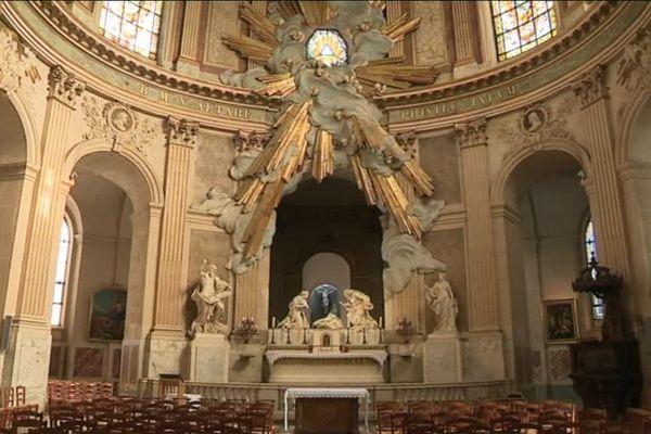L'Eglise Saint-Roch, modèle du style baroque, offre un décor impressionant.