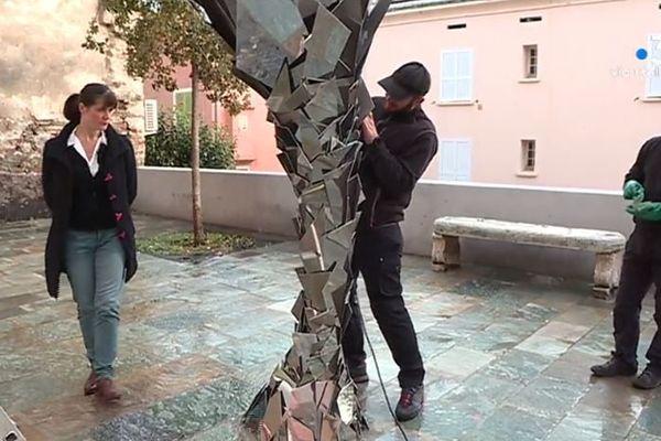Vendredi 3 janvier, la sculpture « Paysage temps Kyrnos » de l'artiste Jeanne de Petriconi a été inaugurée à Bastia.