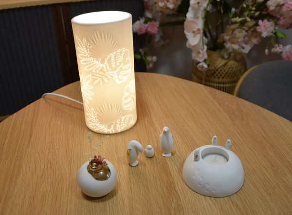 """Proposition de d'objets de décoration pour la table de Noël 2019 """"cado-déco"""", ambiance porcelaine blanche, à petit prix, par Véronique de Ver'Autre Chose."""