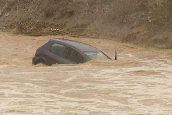 Pollestres (Pyrénées-Orientales) - une automobiliste décède emportée par les eaux - 6 mars 2013.
