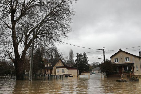 Des inondations à Villeneuve-Saint-Georges, dans le Val-de-Marne, le 25 janvier 2018.