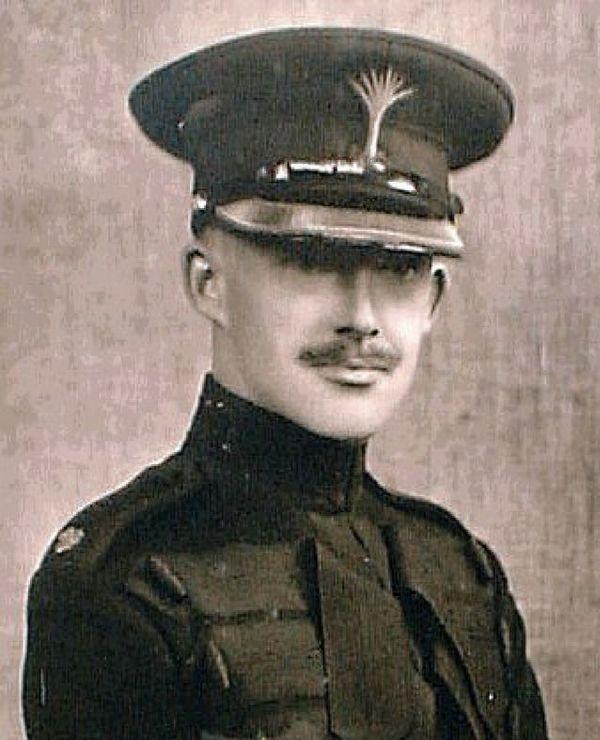 Le lieutenant britannique Christopher Furness, décédé le 24 mai 1940, près d'Arras, à l'âge de 28 ans.