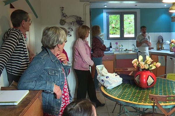 Le comédien Thierry de Pina s'est produit dans la cuisine mais il a aussi déambulé dans toutes les pièces de la maison.