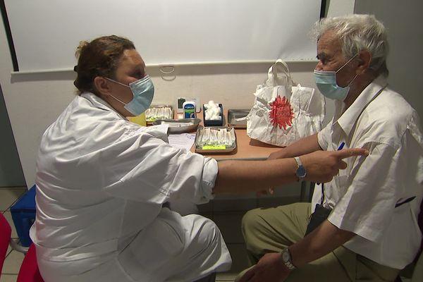 Une équipe de vaccination mobile de la ville de Grenoble s'est déplacée le 5 juillet à la Maison diocésaine Grenoble Vienne.
