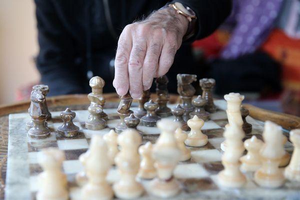 C'est le moment d'apprendre les échecs.